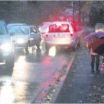 Eine chaotische Verkehrssituation herrscht morgens und mittags an der Straße Grüne Wurth, wenn die Eltern die Schüler zur Waldschule bringen. Foto kkö