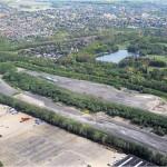 Die Deponie Grauer Wall liegt direkt neben dem Speckenbütteler Park. Die Bremerhavener Entsorgungsgesellschaft darf den Müllberg erweitern. Er soll doppelt so hoch werden. Doch noch haben Bürger vier Wochen Zeit, gegen den Planfeststellungsbeschluss zu klagen. Foto eer