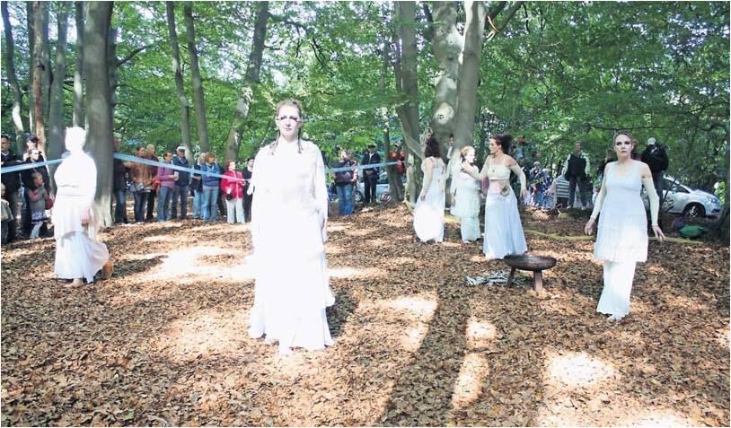 Einer der Höhepunke des Kunst- und Kulturfestes war der Tanz, den die Gruppe von Anja Naima Wilke am Weißenberg inszenierte. Foto Kistner