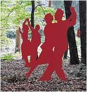 Diese Installation von Waldemar Grazewicz und Wolfgang Steen war einer der Hingucker im Buchenwald. Foto Luise Bär