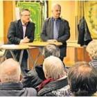 Karla Mombeck (von links) ließ Andreas Wittenberg und Heiner Schöne mit Gitta Brede Frage und Antwort zur Deponie stehen.  Foto Edel