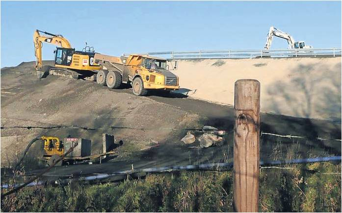 Auf der Deponie werden augenscheinlich neue Rampen gebaut – das zeigen die Bilder der Bürgeninitiative.  Foto: pr