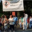 Demonstranten aller Altersklassen machten sich für ihre Gemeinde stark. Sie zogen vom Döhlacker bis vor das Hagener Rathaus.  Foto Seelbach