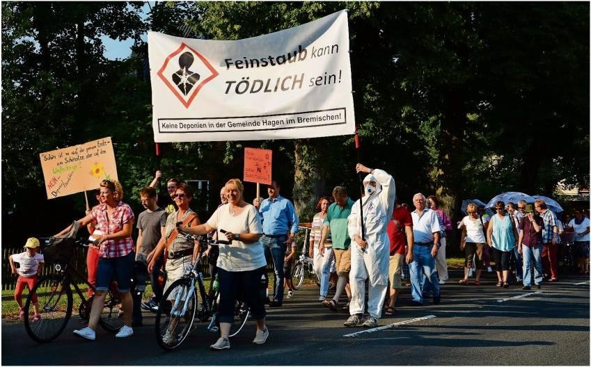 Friedlich gegen Feinstaub: Rund 370 Hagener demonstrierten gegen die Bauschuttdeponie. Ob die Politiker noch einmal auf die Straße rufen wollen, steht in den Sternen.  Foto Seelbach