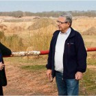 """Noch Sandkuhle – schon bald Deponie? Heino Fromme (von links), Bernd Ricker und Hans-Joachim Nieschlag von der """"BI Driftsethe – Bürgerinitiative gegen Deponien"""" machen sich vor Ort ein Bild von der Situation. Foto Gehrke"""