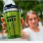 Der Mehrwegbecher fürs Heißgetränk unterwegs: Die Deutsche Umwelthilfe stellte am Mittwoch eine Alternative für die umweltschädlichen Coffee-to-go-Behälter vor. Foto Gabbert/dpa