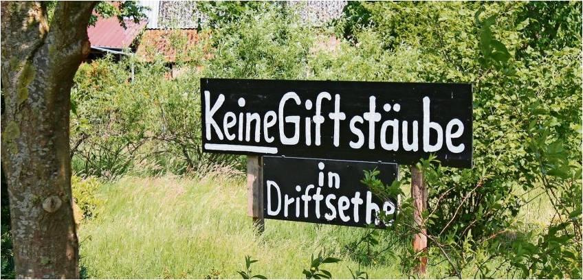 Zeichen gegen die Deponie: In der Umgebung der Sandgrube in Driftsethe wird der Protest mit Schildern deutlich gemacht. Foto Gehrke