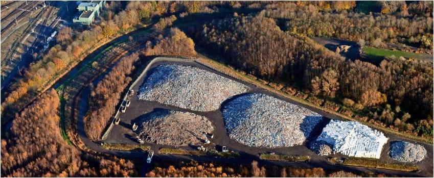 Gelangen von der Deponie Grauer Wall aus Schadstoffe in die Umwelt? Die hitzige Debatte darüber will die Koalition unter anderem mit einem Beirat entschärfen, in dem auch kritische Bürger zu Wort kommen sollen. Luftfoto Scheer