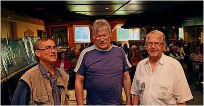 Bernd Ricker (BI Driftsethe, rechts), Andreas Obermair (links) und Hans-Otto Meyer-Ott (beide AK Wesermarsch) gaben Antworten. Foto Gehrke