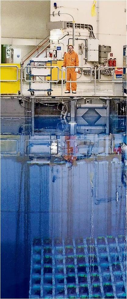 Das Kernkraftwerk Unterweser ist seit 2011 außer Betrieb. 204 Brennelemente und 86 Sonderbrennstäbe befinden sich noch in diesem Abklingbecken. Der Reaktordruckbehälter, in dem die Kernspaltung stattfand, ist laut Atomaufsicht bereits leer. Foto Archiv