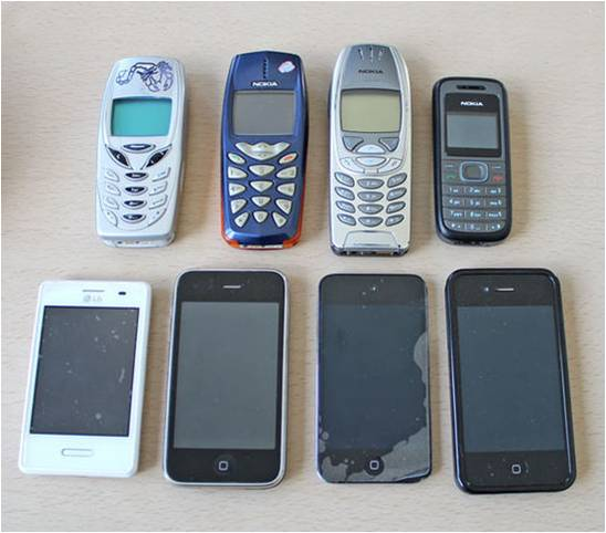 Bei der Herstellung von Mobiltelefonen gelangen giftige Lösungsmittel zum Einsatz und gefährden die Arbeiter und Arbeiterinnen. (Foto: Dirk Kruse/pixelio.de)