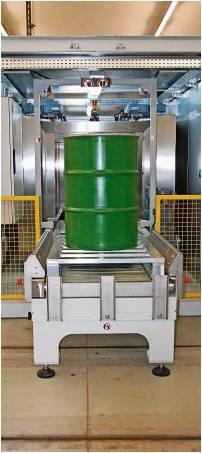 Ein Behälter kommt aus der Messkammer: Wird keine Radioaktivität festgestellt, kann der Abfall konventionell entsorgt werden. Foto Fixy