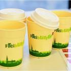 Mehrweg- statt Wegwerfbecher: der Freiburg-Cup Foto: Rita Eggstein