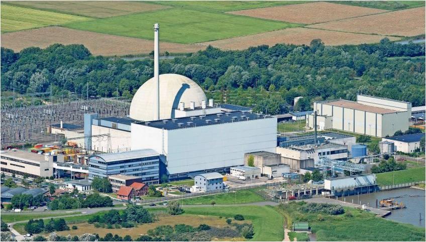 Für das Umweltministerium in Hannover steht fest, dass das Atomkraftwerk Unterweser in Esenshamm abgerissen werden soll. Derzeit werden dort die Einwendungen gegen den Abriss geprüft. Noch sei unklar, wann mit einer Entscheidung zu rechnen ist, heißt es. Foto Wagner