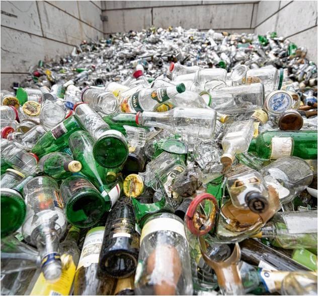 Glas wird bereits heute viel recycelt. Jedoch steigt seit Jahren der Anteil an Getränken in Einweg-Plastikverpackungen. Mit dem neuen Verpackungsgesetz soll die Mehrwegquote erhöht werden. Sanktionen gibt es allerdings keine. Foto: dpa